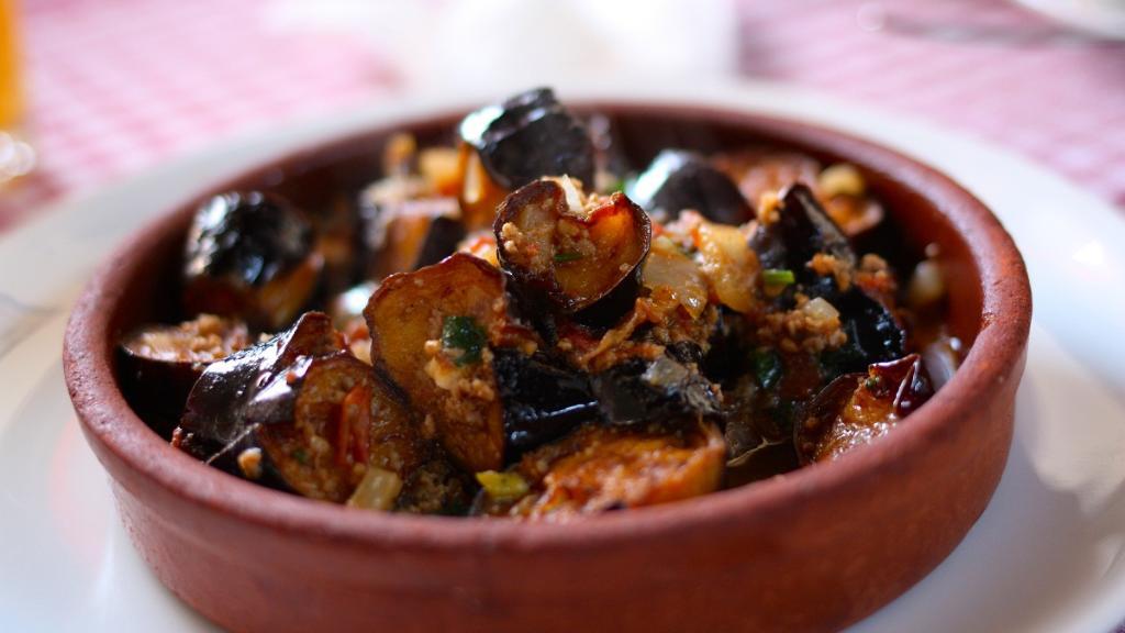 طريقة عمل طاجن الباذنجان مع قرع العسل في إفطار رمضان
