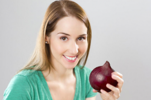 فوائد البصل في تعزيز صحة الشعر