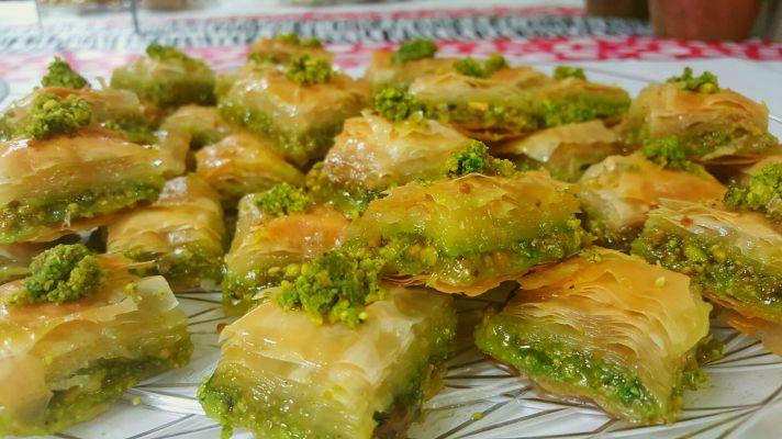 Photo of طريقة عمل البقلاوة بالفستق بسعرات حرارية أقل في رمضان