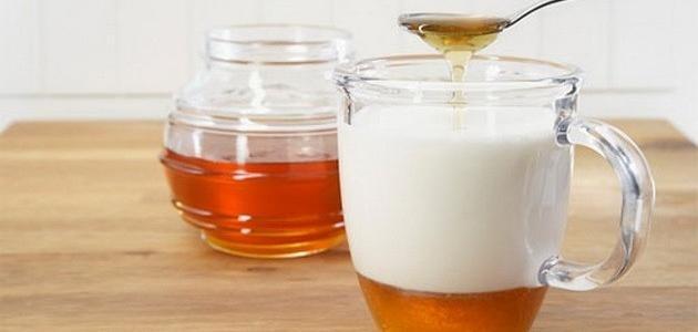 فوائد اللبن بالعسل